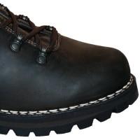 Zwiegenähte Schuhe mit charakteristischer Doppelnaht