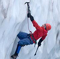 Softshelljacken wie das Mammut Ultimate Hoody sind optimal für Klettern in Fels und Eis geeignet.