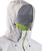 Die gut justierbare Kapuze des Stoney Jacket schützt den Skifahrer vor Wind und Schnee